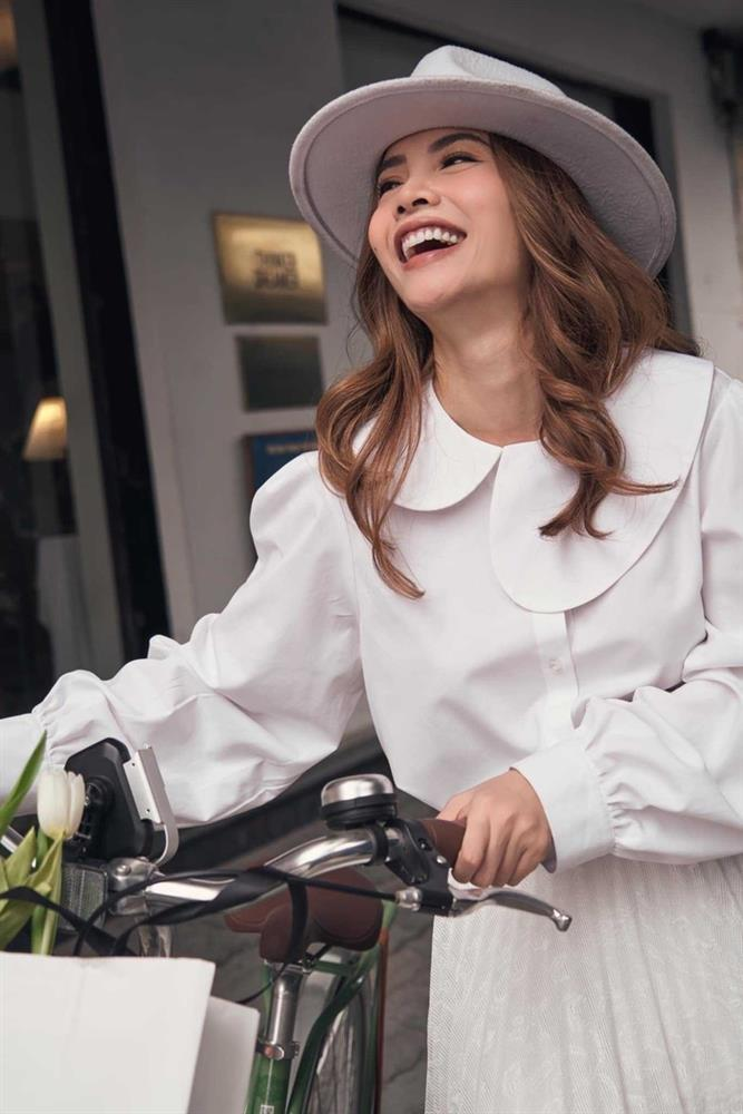 Yến Trang có bộ sưu tập áo sơ mi trắng mix&match cực kỳ đẳng cấp-4