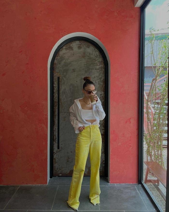 Yến Trang có bộ sưu tập áo sơ mi trắng mix&match cực kỳ đẳng cấp-6