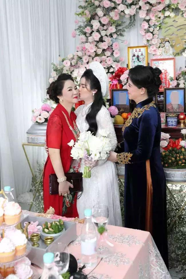 Soi nhan sắc nàng dâu cả sau 4 tháng làm dâu bà Phương Hằng-8