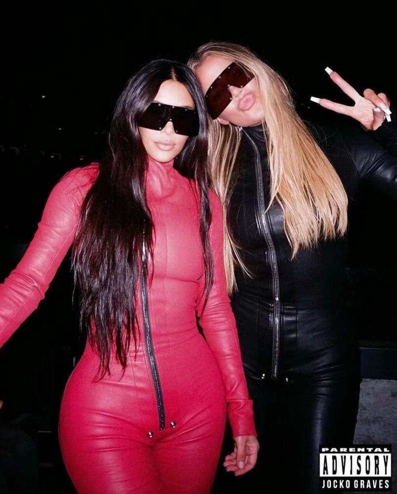 Chán khoe da thịt, Kim Kardashian đổi style kín mít không kẽ hở-11