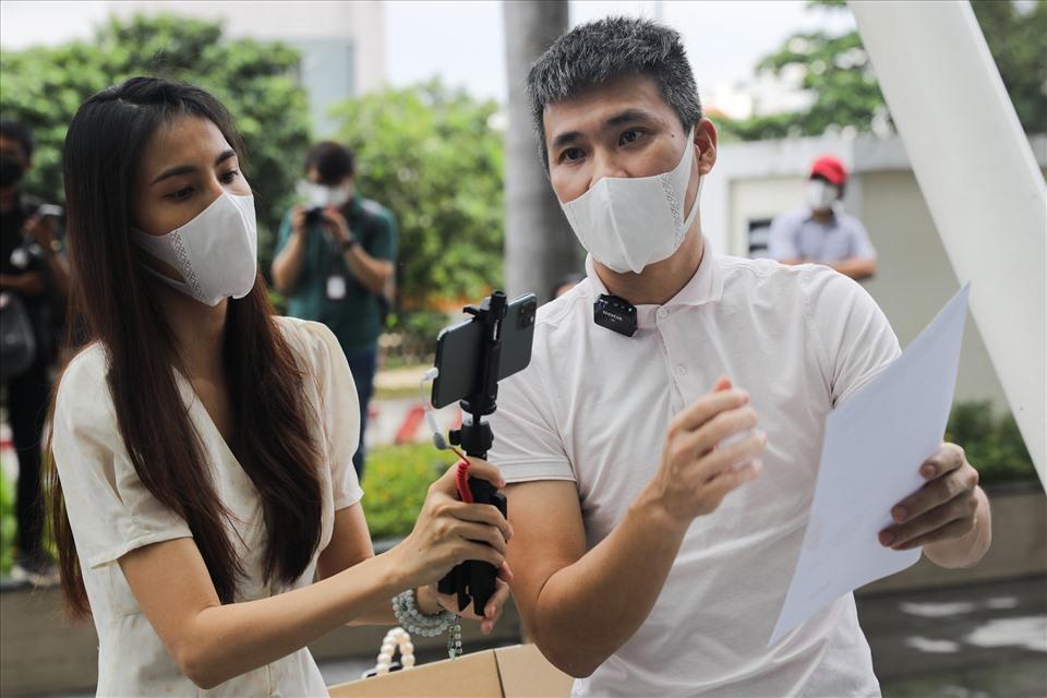 Thủy Tiên - Công Vinh xác nhận nộp đơn tố cáo bà Phương Hằng-2