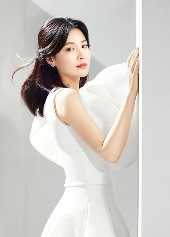 Lee Young Ae đóng vai kẻ lập dị-1