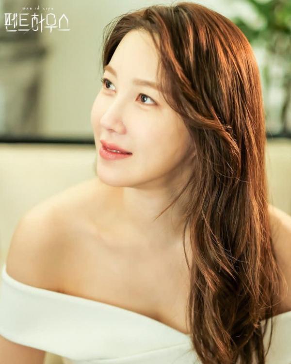 Bà cả Shim Lee Ji Ah vẫn chưa thể tin Penthouse đã kết thúc-8