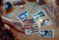 Bói bài Tarot tuần từ 20/9 đến 26/9/2021: Các loại NỢ tìm đến