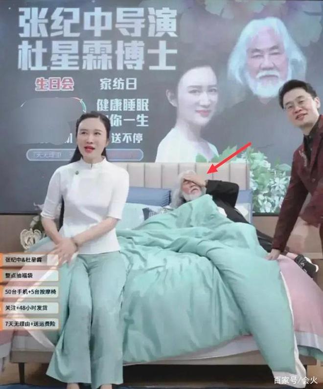 Ông trùm phim Kim Dung: Hết thời đi livestream bán vàng, 70 tuổi lấy vợ đáng tuổi con-7
