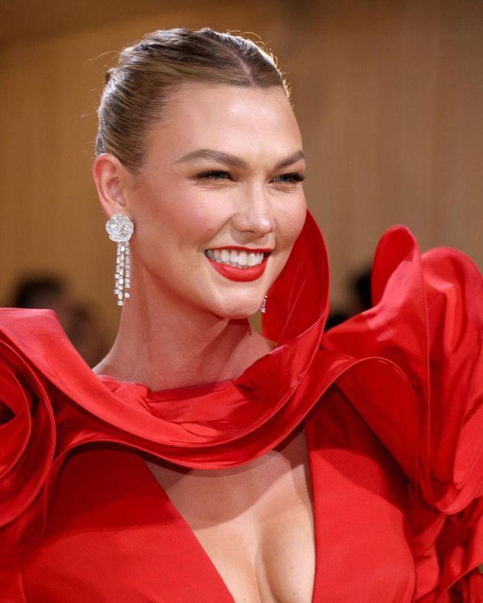 Những món nữ trang đắt giá nhất sự kiện thời trang Met Gala 2021-10