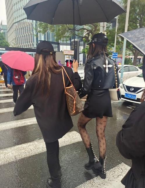 Body hoa hậu nhưng Quan Hiểu Đồng ăn mặc không thể mê-3