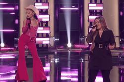 Giọng đỉnh là thế, Ariana Grande vẫn bị Kelly Clarkson 'nhai đầu'