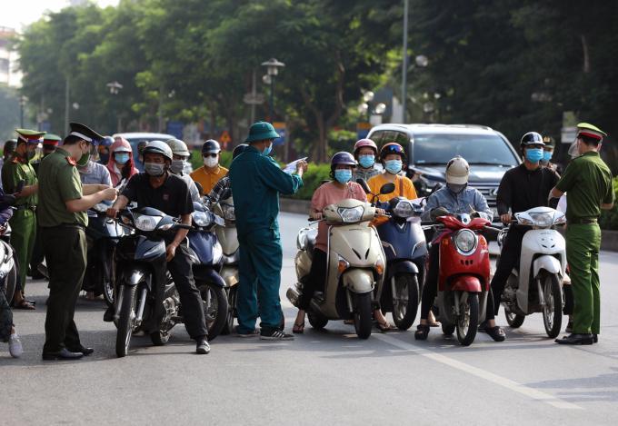Hà Nội không áp dụng giấy đi đường sau 6h ngày 21/9-2