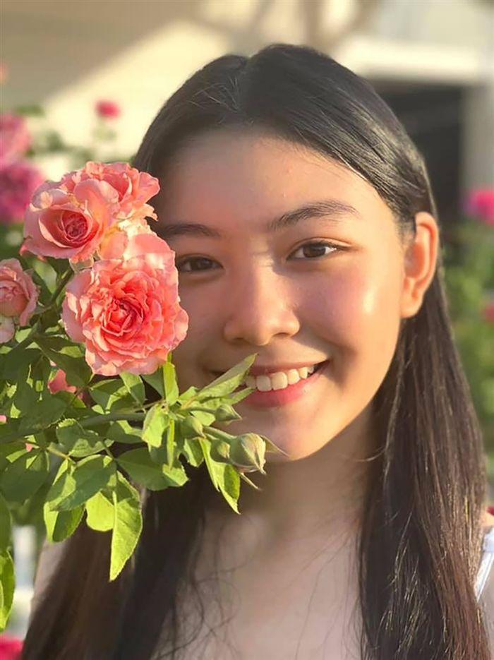 Nhan sắc đẹp như hoa hậu của con gái MC Quyền Linh ở tuổi 16-10