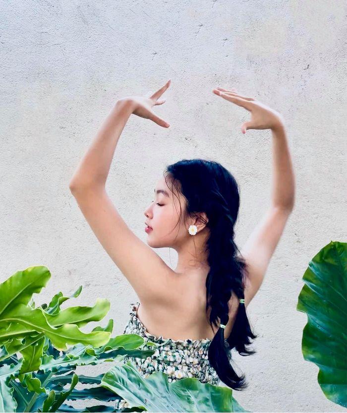 Nhan sắc đẹp như hoa hậu của con gái MC Quyền Linh ở tuổi 16-5