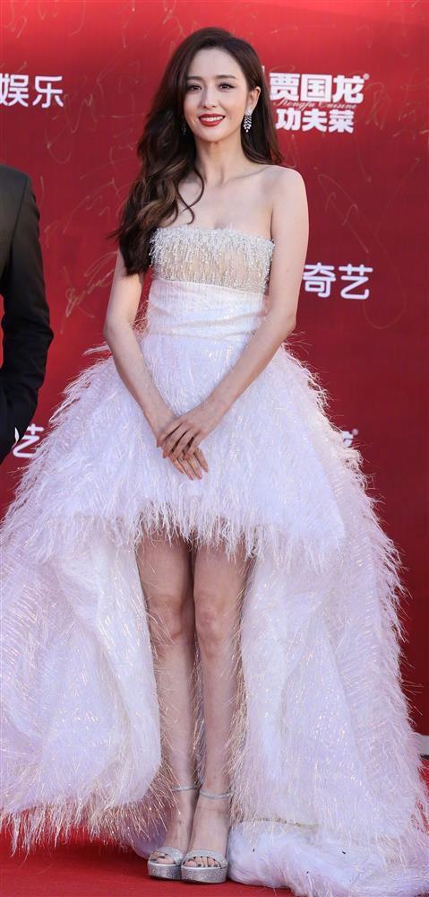 Váy đẹp không cứu nổi body Angela Baby trên thảm đỏ-7