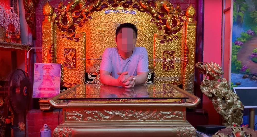 Người tự xưng Ngọc hoàng Đại đế bị sờ gáy sau nhiều phát ngôn gây sốc-2