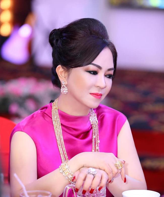 Thủy Tiên - Công Vinh xác nhận nộp đơn tố cáo bà Phương Hằng-3
