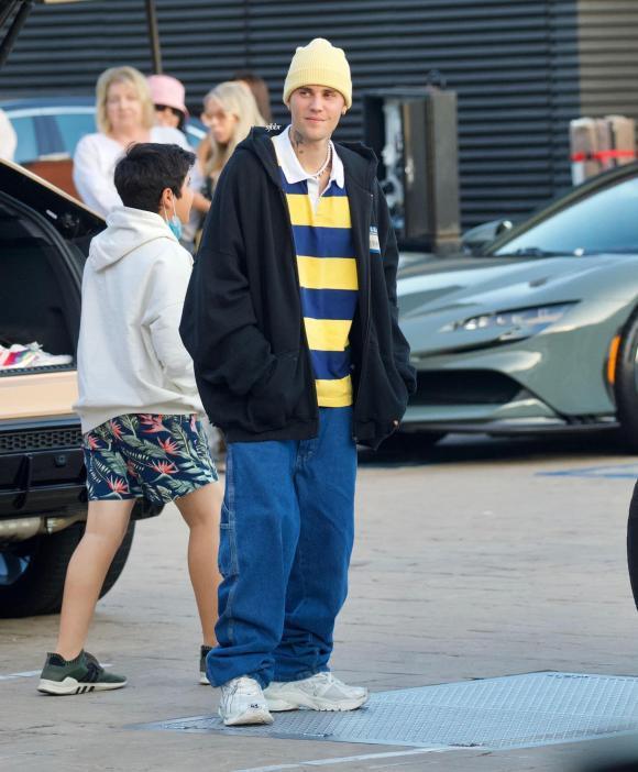 Justin Bieber vẫn mê quần tụt quá lố lộ cả nội y-1