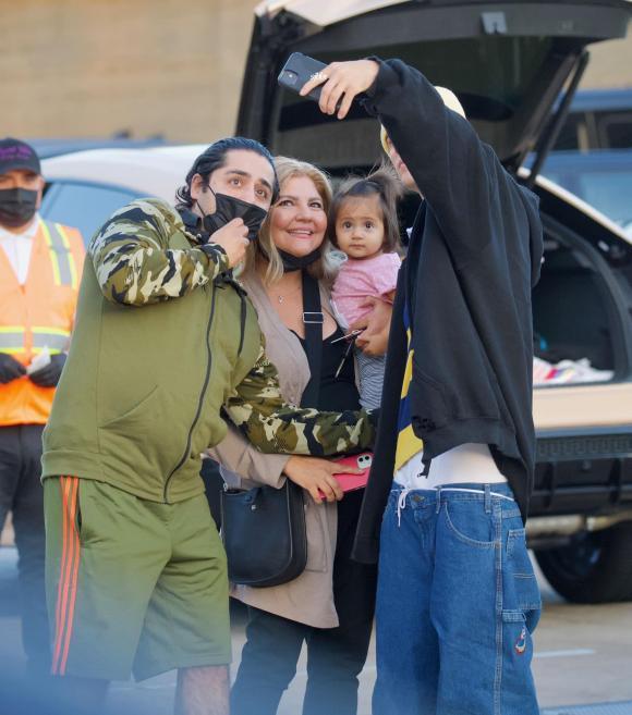Justin Bieber vẫn mê quần tụt quá lố lộ cả nội y-3