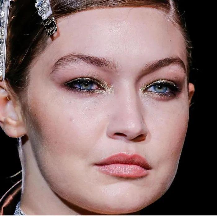 Sao Hollywood lộ da sần sùi khi makeup dày, Kendall Jenner gây bất ngờ-5