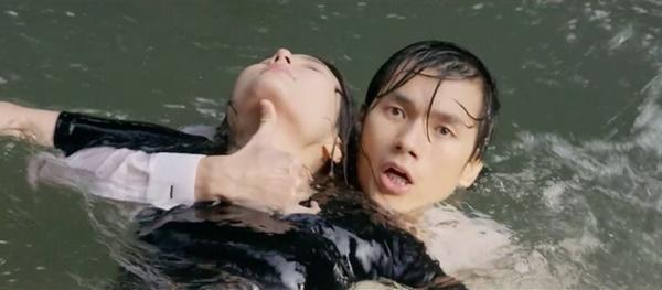 Phía sau cảnh quay dưới nước ấn tượng của diễn viên Việt-1