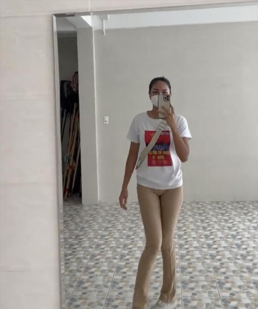 HHen Niê gây lú vì tưởng không mặc quần khi đi thiện nguyện-3