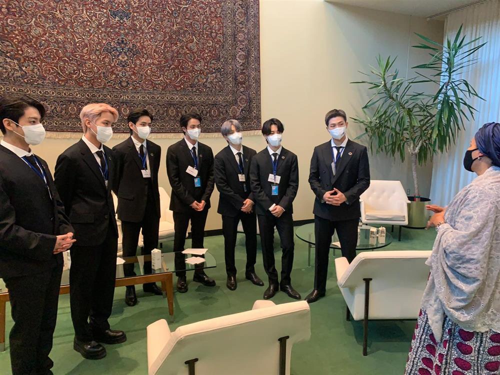 Màn trình diễn hoành tráng của BTS giữa trụ sở Liên Hợp Quốc-5