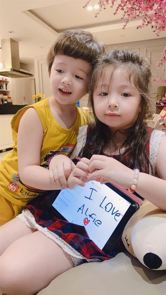 Cặp nhóc tỳ nhà Elly Trần lớn phổng phao, đẹp miễn chê-4