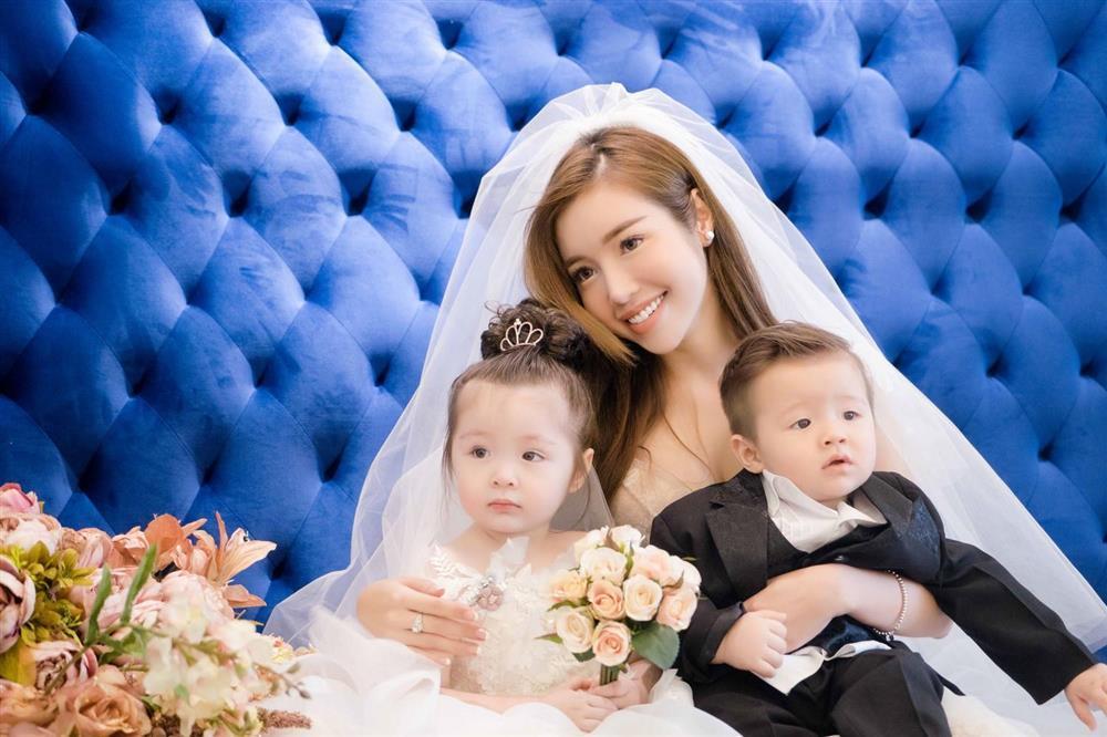 Cặp nhóc tỳ nhà Elly Trần lớn phổng phao, đẹp miễn chê-8