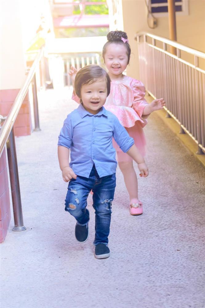 Cặp nhóc tỳ nhà Elly Trần lớn phổng phao, đẹp miễn chê-7