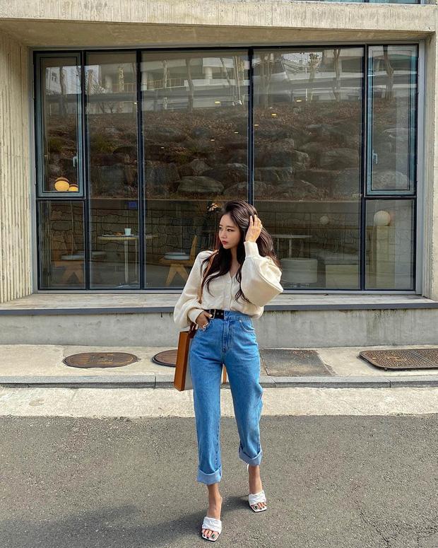 Công thức mix đồ với quần jeans giúp chị em tôn dáng-3