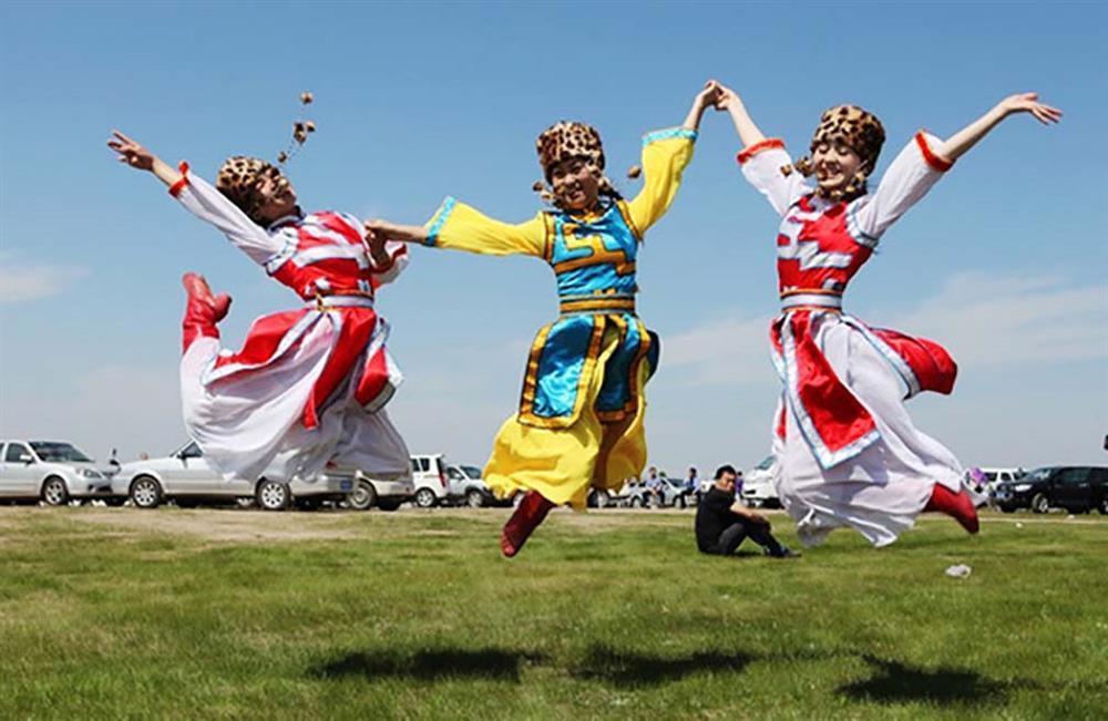 Lạ lùng bộ tộc Daur bói gan gà để chọn ngày cưới-3