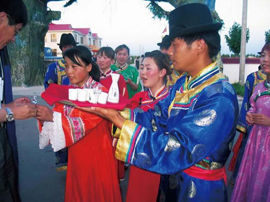 Lạ lùng bộ tộc Daur bói gan gà để chọn ngày cưới-8