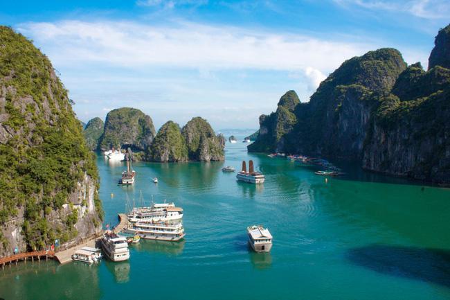 Quảng Ninh mở cửa trở lại nhiều hoạt động dịch vụ, du lịch nội địa-1