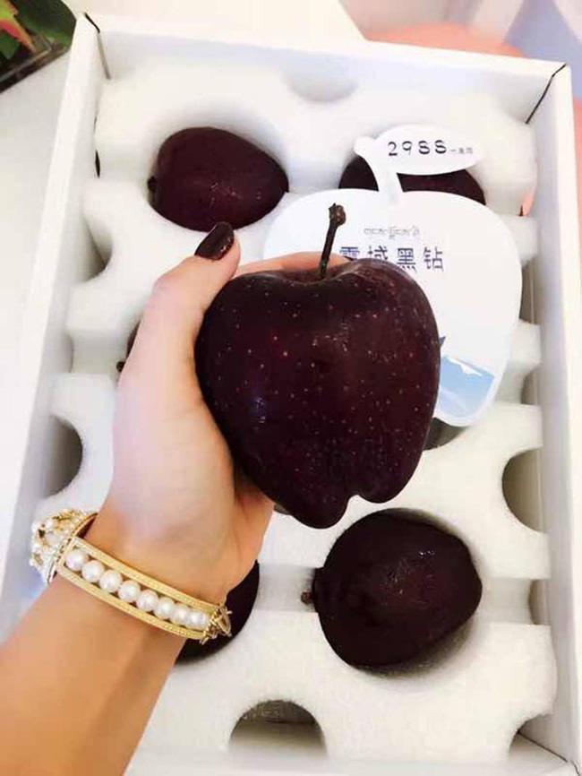 Tận mục giống táo ví như kim cương đen, nửa triệu đồng/quả-6