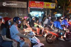 Người dân Hà Nội đổ ra đường đón Tết Trung thu giữa dịch Covid-19