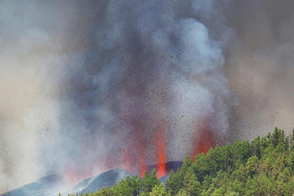 Nhiều ngôi nhà ở Tây Ban Nha bị thiêu trụi vì dung nham-2