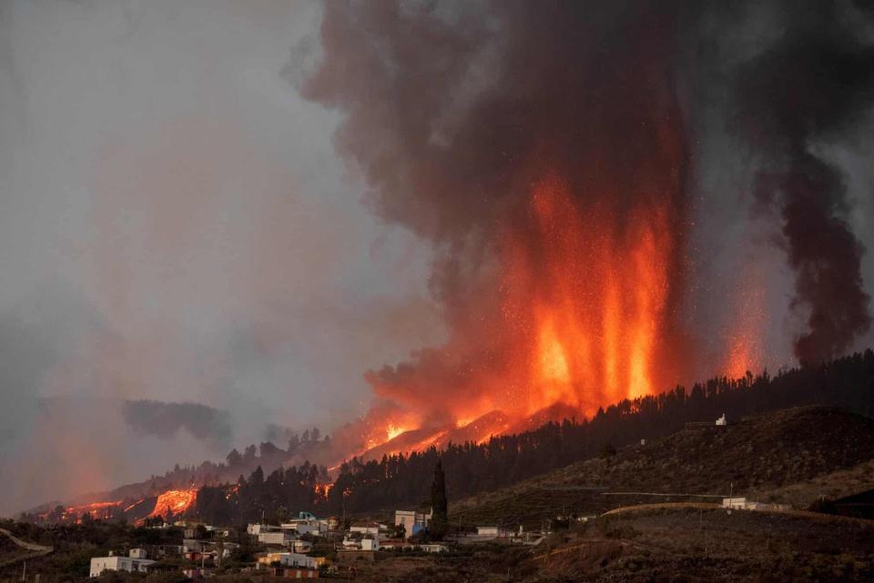 Nhiều ngôi nhà ở Tây Ban Nha bị thiêu trụi vì dung nham-4
