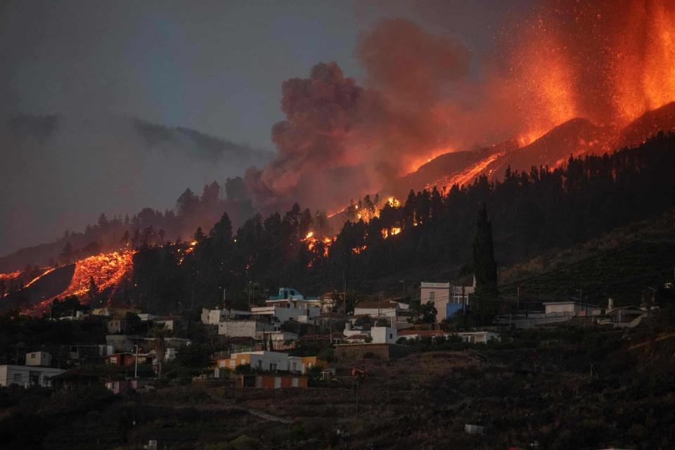 Nhiều ngôi nhà ở Tây Ban Nha bị thiêu trụi vì dung nham-5