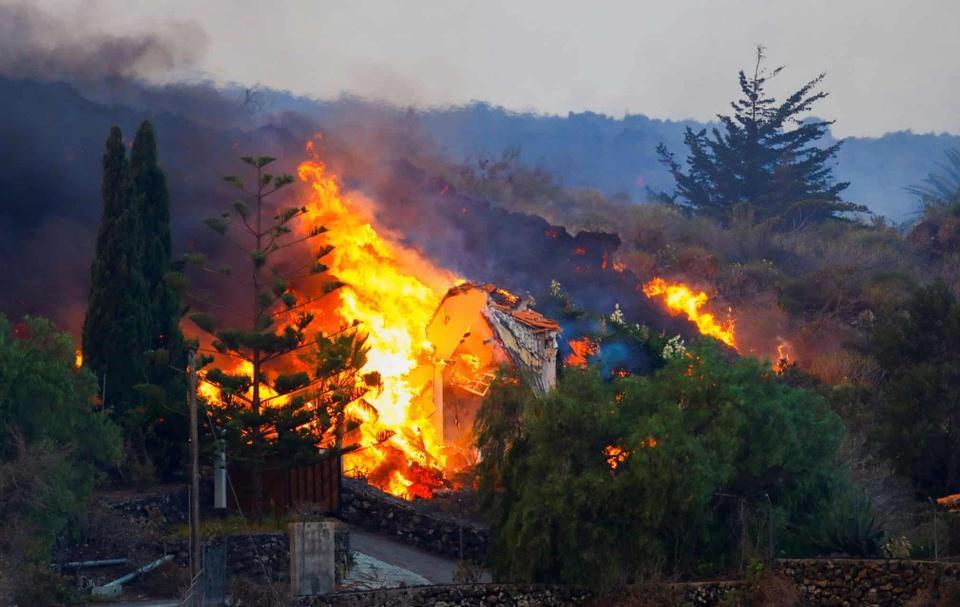 Nhiều ngôi nhà ở Tây Ban Nha bị thiêu trụi vì dung nham-7