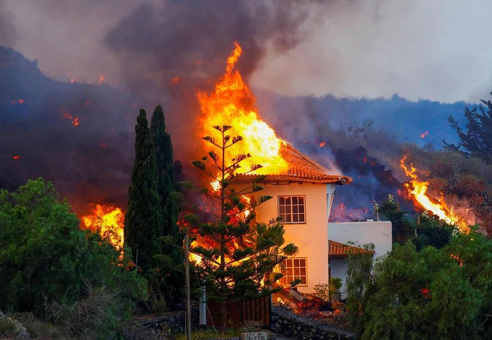 Nhiều ngôi nhà ở Tây Ban Nha bị thiêu trụi vì dung nham-9