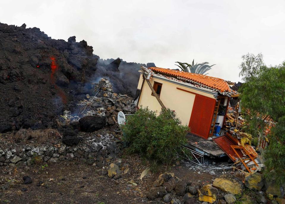 Nhiều ngôi nhà ở Tây Ban Nha bị thiêu trụi vì dung nham-10