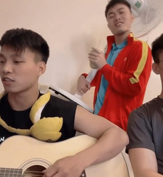 Nam thần tuyển Việt Nam mở gánh hát Trung thu-1