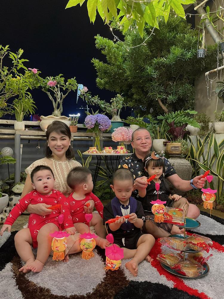 Diệp Lâm Anh cho bố mẹ chồng lên sóng sau ồn ào ly hôn-2