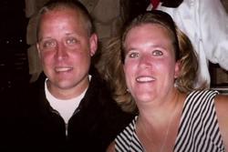 Không biết mình mang thai, cô dâu 40 tuổi đau đẻ khi vào lễ đường