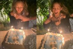Thổi nến sinh nhật, tóc mỹ nhân Hollywood bốc cháy