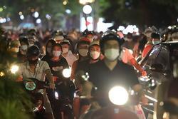 Người ra đường đêm Trung thu ở Hà Nội cần tự theo dõi sức khỏe