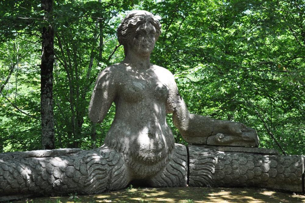 Công viên quái vật huyền bí bị lãng quên suốt 400 năm-5