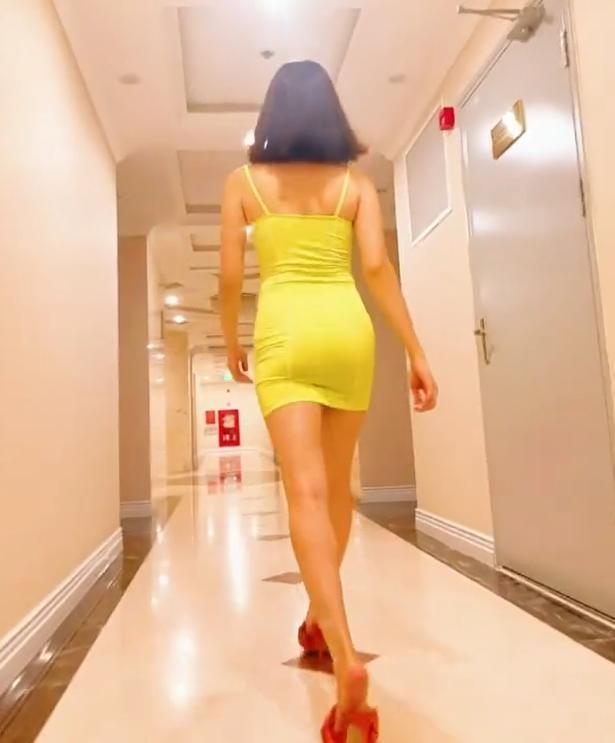 Lệ Quyên nghiện pose dáng chổng mông phản cảm-14