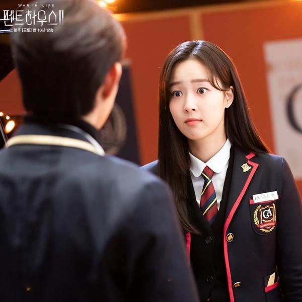 Penthouse: Eunbyul muốn giật bồ, còn Choi Ye Bin lại đẩy thuyền!-7