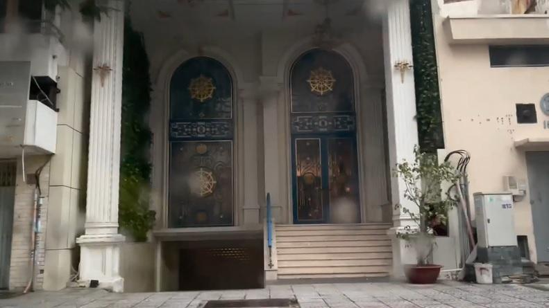 Trang Trần cưỡi xế hộp thăm nhà nữ đại gia sinh năm 1971-5