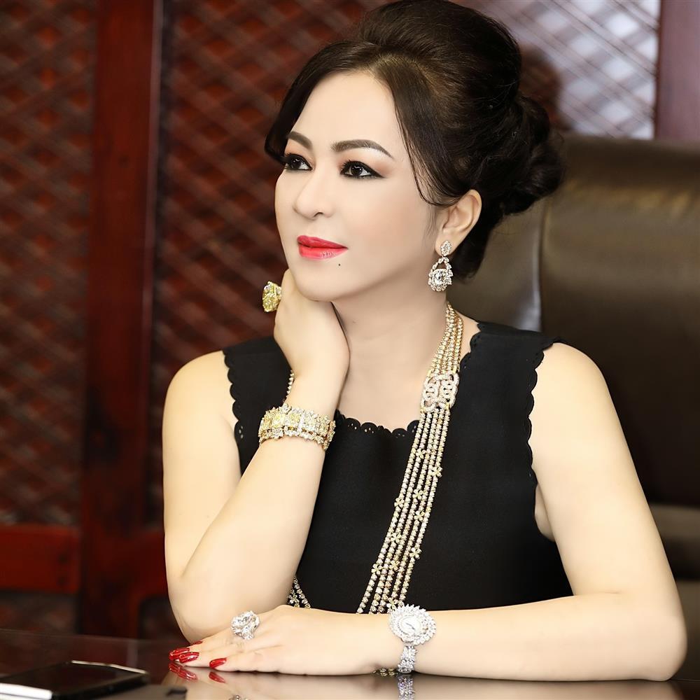 5 nghệ sĩ cùng nộp đơn tố cáo, bà Phương Hằng nói gì?-1