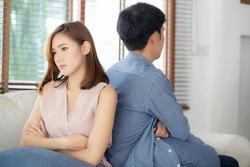 Chồng cố tình quên ví thử lòng vợ mới ngỡ ra mình sai trầm trọng
